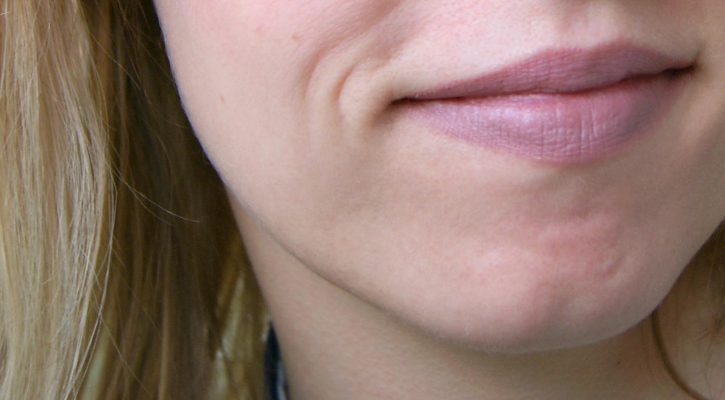 Essence Lipstick Velvet Matt 08