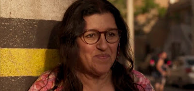 Regina Casé interpreta Lurdes em Amor de Mãe