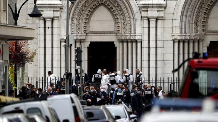 Serangan di Gereja Notre Dame Prancis (Foto: AP Photo/Daniel Cole)