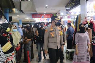 Blusukan di Pasar Butung, Kapolres AKBP Kadarislam Imbau Terapkan Protokol Kesehatan dan Jangan Mudik