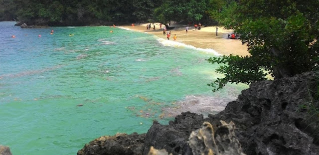 10 Foto Pantai Tiga Warna Malang & Harga Tiket Masuk 2020