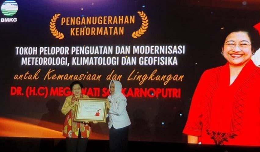 Megawati terima anugerah kehormatan BMKG