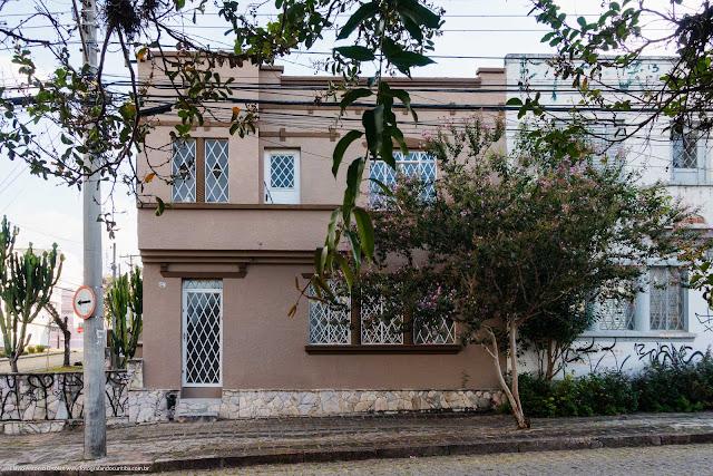 Casa de dois andare na Rua Paula Gomes