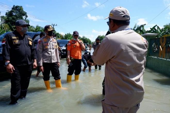 Pemkab Bone Beri Bantuan Untuk Korban Banjir Bone Utara