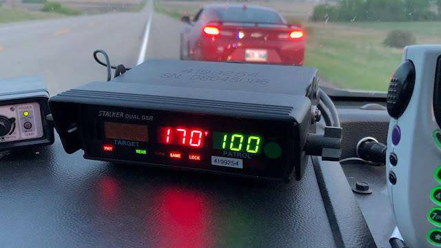 Remaja Mengedarai Mobil Dengan Kecepatan 106mph, Hampir Menabrak Penduduk Sekitar