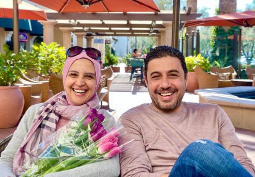 حنان ترك ترد بنشر صورة لها بالحجاب برفقة زوجها بعد أيام من جدل كبير أثارته منة شلبي