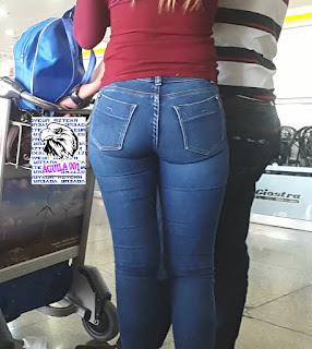 sexy rubia nalgona pantalon apretado