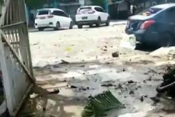 Polda Sulsel Olah TKP Ledakan Bom Bunuh Diri di Depan Katedral Hati Yesus Yang Mahakudus Makassar