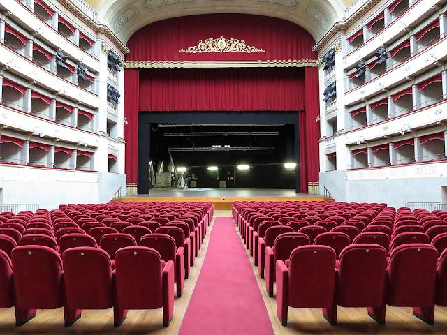 Una veduta dell'interno del Teatro Goldoni, Livorno