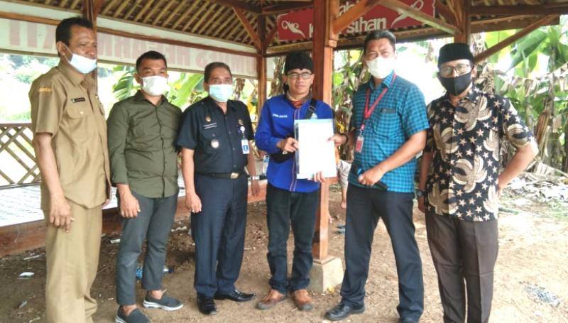 200 Ribu Benih Ikan Disebar Bumdes Desa Hegarmukti di Situ Rawa Binong