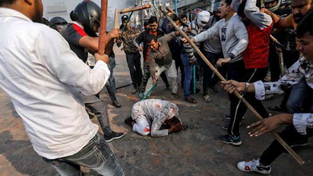 দিল্লিতে মুসলিমদের চোখে ঢালা হয়েছে এসিড, অন্ধ অনেকেই