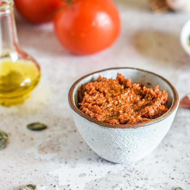 Pesto z suszonych pomidorów (pesto alla siciliana)