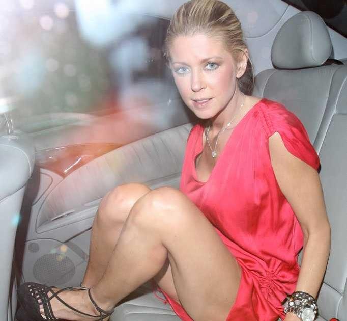 Famous Holiday Tara Reid Upskirt White Panty Moment In