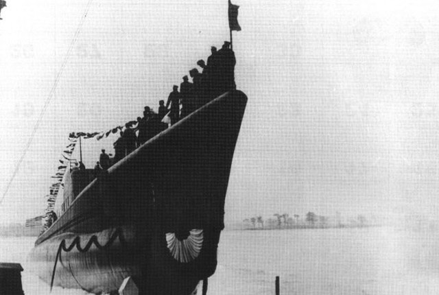 USS Runner is launched, 30 May 1942 worldwartwo.filminspector.com