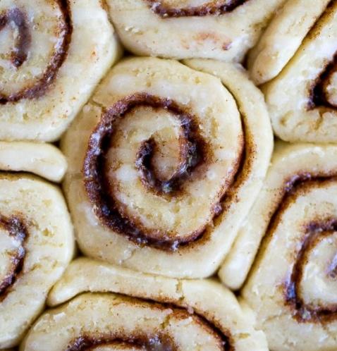 THE BEST GLUTEN FREE CINNAMON ROLLS #rolls #desserts #gluten #sugar #cakes