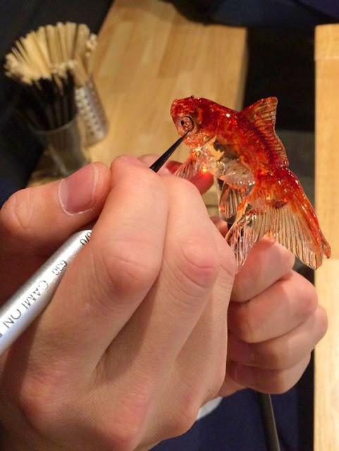 Peixe esculpido em massa de açúcar