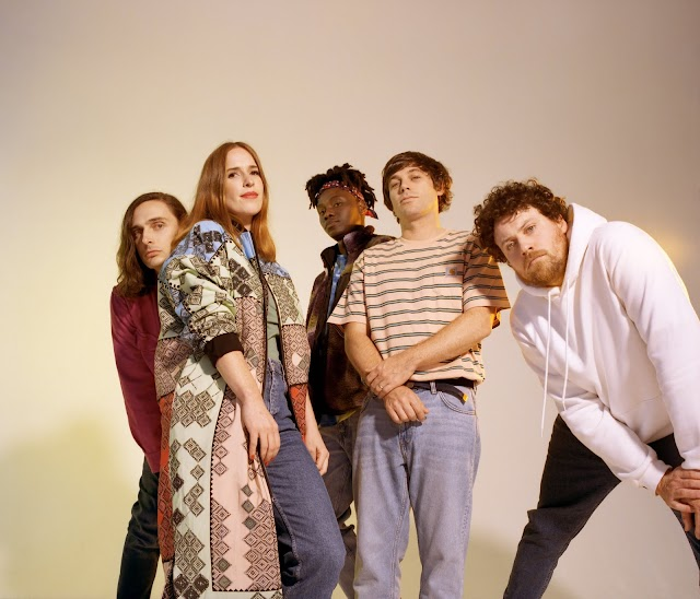 "Metronomy disponibiliza ""Wedding Bells"" em todas as plataformas digitais e com lyric video"
