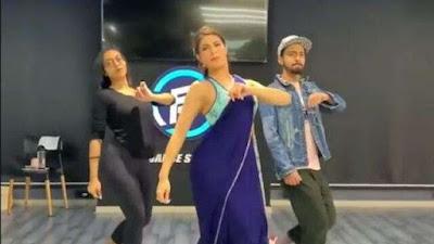 Jacqueline Fernandez tremendous dance in blue saree on Genda Phool Song