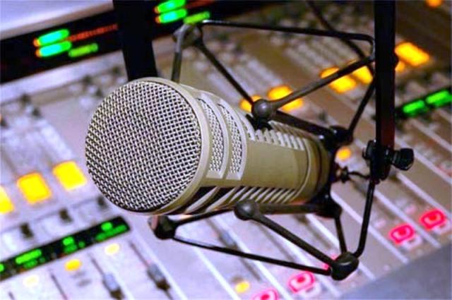 https://1.bp.blogspot.com/-TR_FEVblnNY/V5WLV1wXz9I/AAAAAAAASh4/4vo3u16ib6MEGP5afT8mR04LTZEMQ4hqACLcB/s1600/estudio-de-radio-microfone.jpg