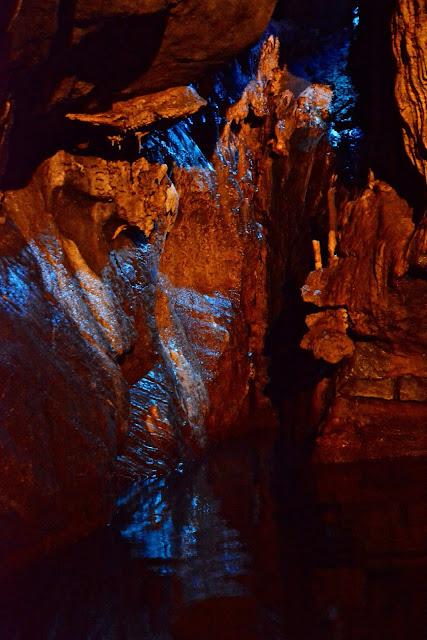 wallonië waterland, spa, Les Bobelins,  tsaar Peter De Grote, La Source de Geronstère Spa, Antoine Fontaine, Les Lacs d'Eau d'Heure, natuurdomein Bérinzenne, Water- en Bosmuseum Bérinzenne, hoge venen, packraften Nisramont, natuurpark van de twee Ourthes, grotten van neptunus, L'Eau Noire, Le Fondry des Chiens, les jardins d'o Nismes, Chateau Licot, vakantie wallonië,
