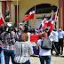 Exdiputado y pastor evangélico encabeza protesta frente a Palacio Nacional por uso de bandera LGBT