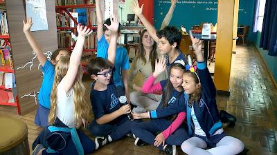 Apresentadora bate um papo com as crianças sobre temas atuais (Foto: Divulgação SBT)
