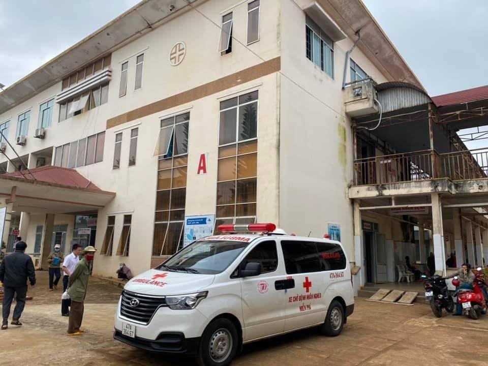 Xe cứu thương của anh Khoa chờ đón người bệnh (ảnh: NVCC)