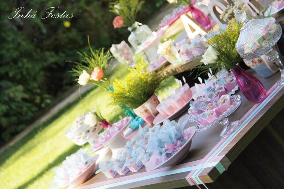 festa-decoracao-romantica-mesa-bolo-3