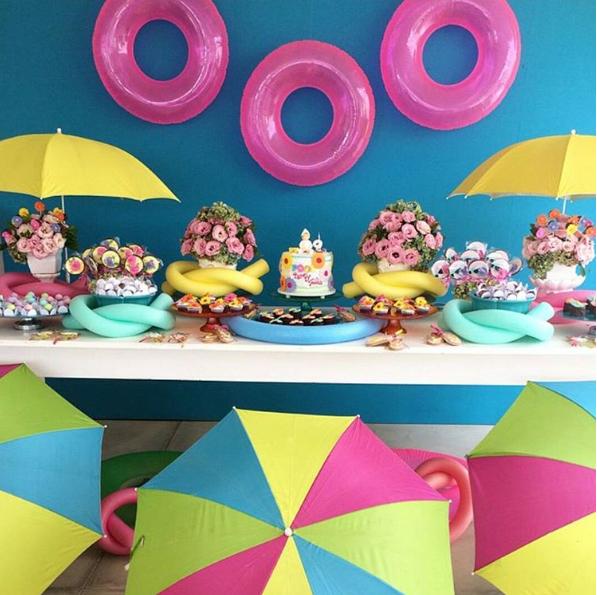 101 fiestas fiesta tem tica de pool party - Juegos de decorar la casa de barbie con piscina ...