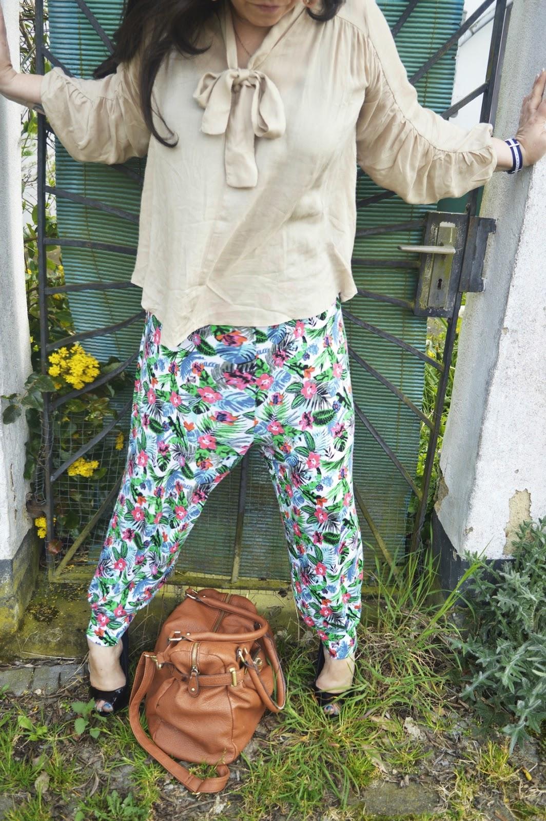 Outfit Post Harem pants & blouse Close up