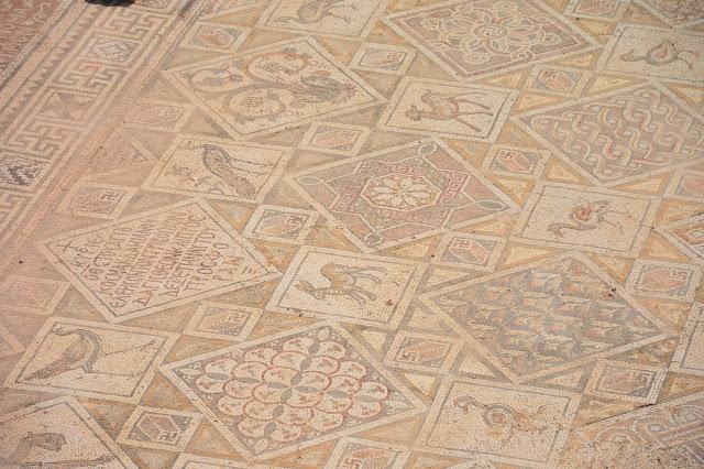 Mosaïques du sol de l'église Saint Côme-Damien