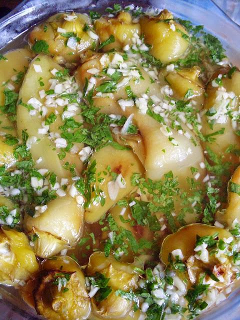 Salata od pečenih paprika i belog luka
