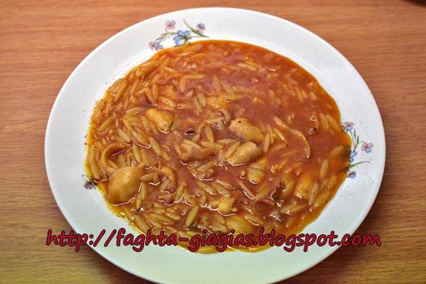 Καλαμαράκια κοκκινιστά με κριθαράκι - από «Τα φαγητά της γιαγιάς»