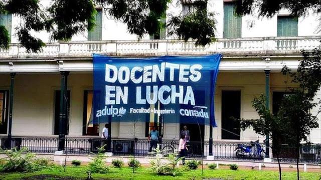 Nuevo paro docente en rechazo de despidos en Argentina