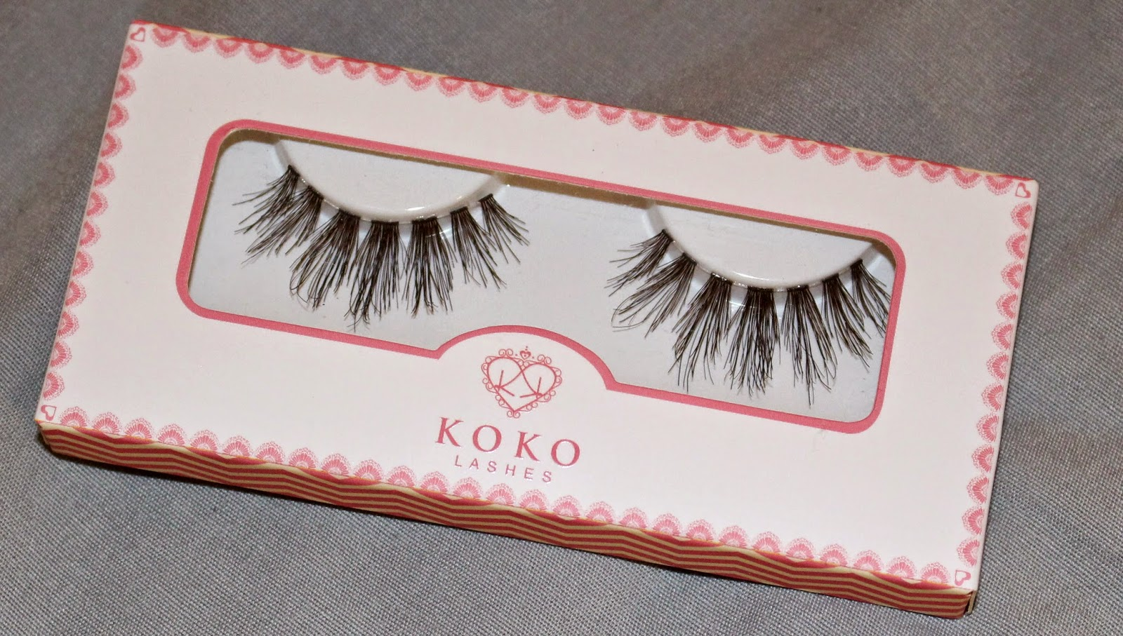 e170e4c2e1e ... Risque, Koko, Iris, Bella, and Goddess style. The packaging is thin,  non-bulky, and quite cute. The name of the lash on the back of the box and  the tray ...