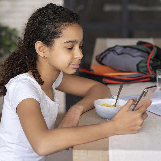 BIENESTAR: Que se debe evitar hacer en la mesa para  procurar tiempo de calidad.