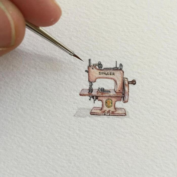 08-Singer-Sewing-Machine-Brooke-Rothshank-Miniature-Paintings-www-designstack-co