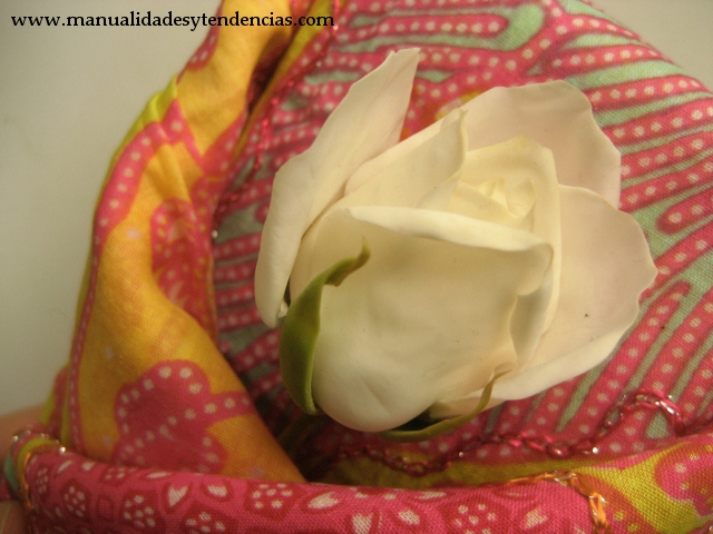 Furoshiki: envolver regalos con tela. Cloth gift wrapping. Emballage de cadeau avec tu tissu