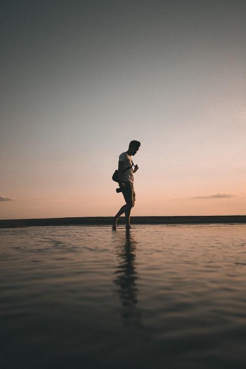 photoshoot pose in water or lake