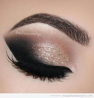 sombras de ojos dorada negro
