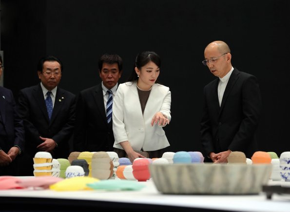 Princess Mako attended opening ceremony of the International Ceramics Festival and visited the Mosaic Tile Museum