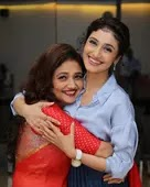 ragini khanna with her mother