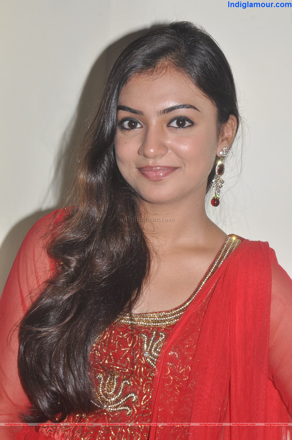 Nazriya Nazim Cute Photos: .: Nazriya Nazim Spicy Pics In Red Churidar