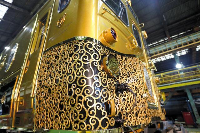 "Винтажный туристический поезд класса ""СУПЕР ЛЮКС"" JS Kyushu Sweet Train"