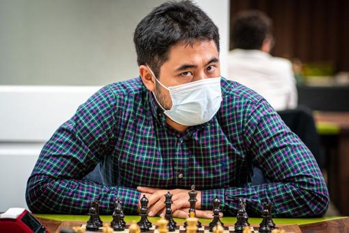 Le grand-maître d'échecs américain Hikaru Nakamura a grillé la politesse en rapide à Fabiano Caruana et Sam Shankland juste avant l'épreuve des Blitz sur 2 jours - Photo © Grand Chess Tour