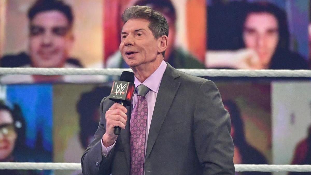"""Bryan Danielson adora Vince McMahon mas crê que ele era muito """"superprotetor"""""""