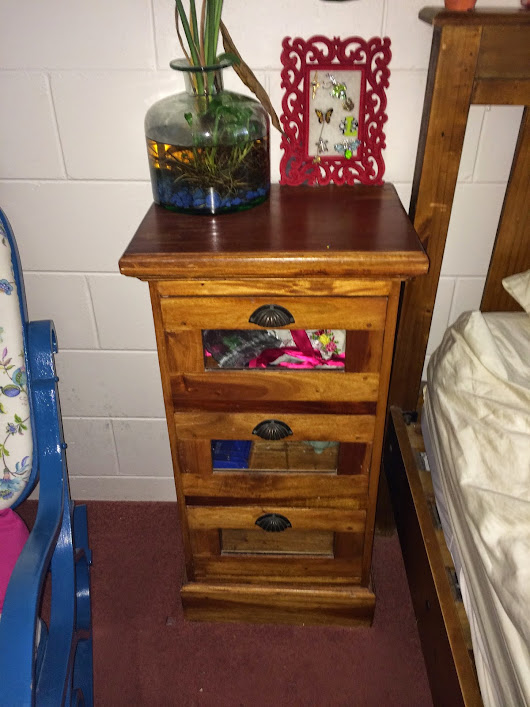 Bedside table upcycle aka Teal delight