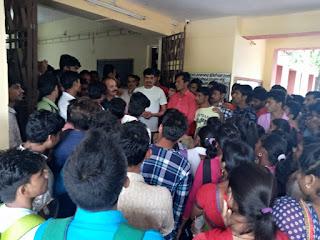 आदिवासी छात्र संगठन ने आज धार पीजी कॉलेज में धरना प्रदर्शन दिया