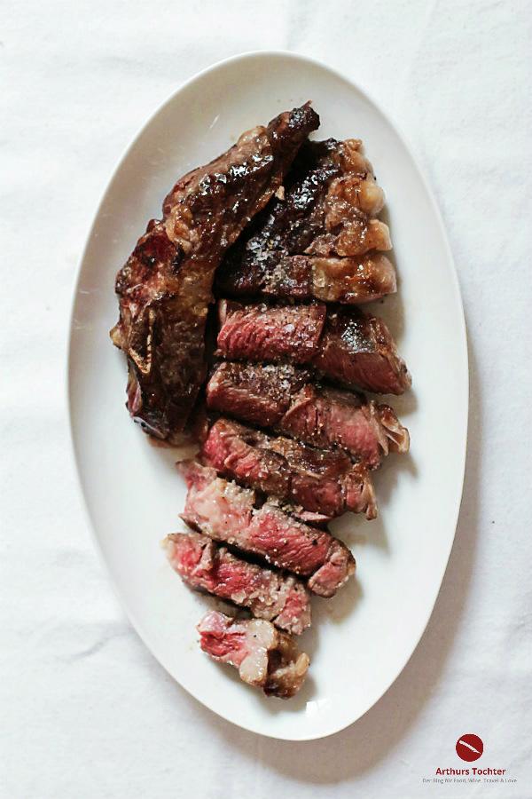 Das perfekte Steak ganz einfach und gelingsicher rückwärts gebraten mit toller Anleitung zum Nachkochen #braten #grillen #bbq #steak #rumpfsteak #ochsenkotelett #ribeye #zart #medium #sousvide #pfanne #backofen #arthurstochter