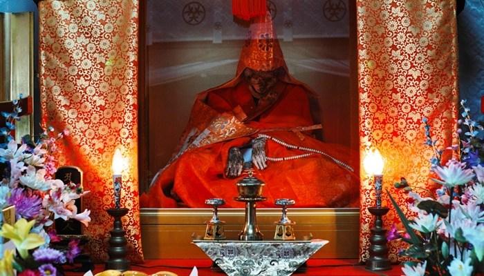 Empat Ritual Keagamaan Paling Menyakitkan dari Siksa Diri Hingga di Bakar Hidup-Hidup